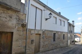 Fachada rúa da igrexa